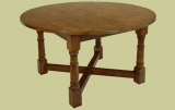 Extendable 4-8 seat round dining table with cross stretchers