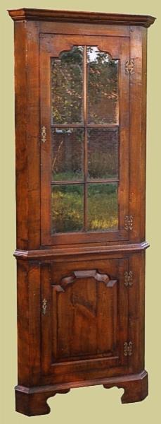 Oak Tall Corner Cupbd Glazed Display