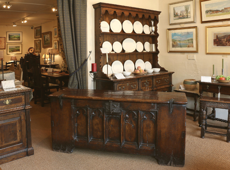 Merveilleux Antique Shop Or Reproduction Oak Furniture Showroom