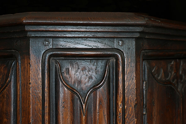 C16th style oak livery cupboard cornice detail