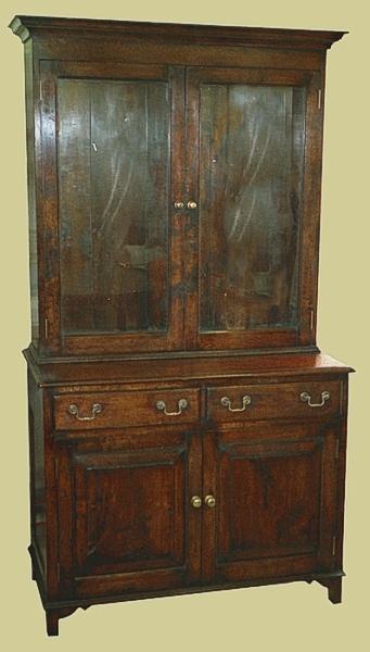 Oak 2-door glass display cupboard