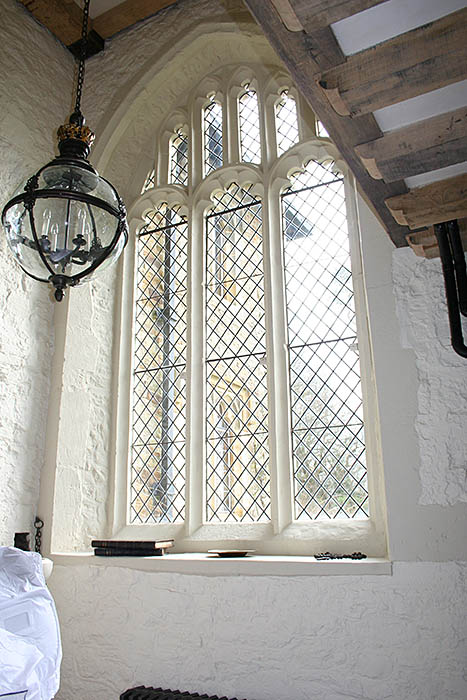 Perpendicular stone window