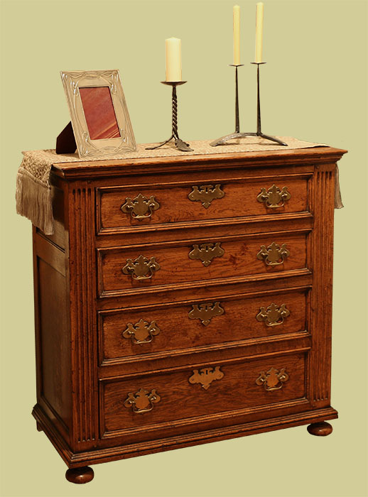 Period 18th Century Style 4 Drawer Chest Of Drawers