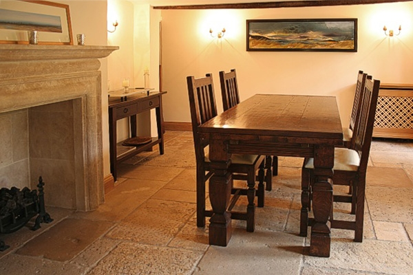 Oak dining table & chairs with square cut balusters