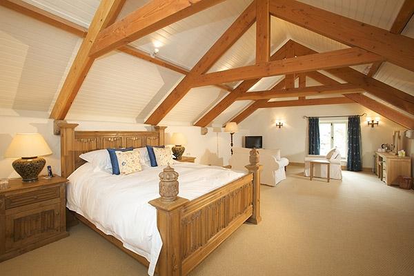 Oak linenfold bed & bedside cabinets in Devon longhouse