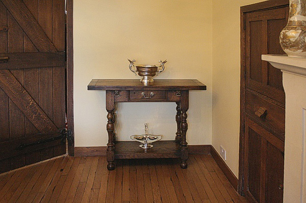 Antique Dining Room Decor