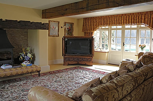 Period Style Oak TV Cabinet in Country House Sitting Room