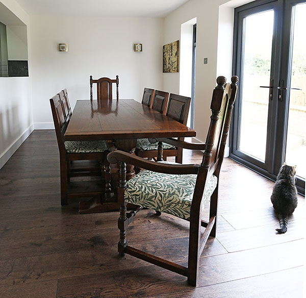 Period style oak table & chairs in modern home interior