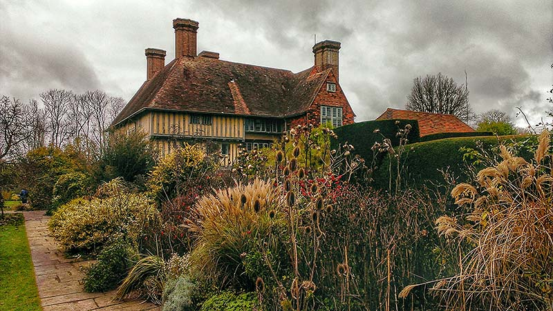 Great Dixter south elevation showing the added early 16th century yeoman
